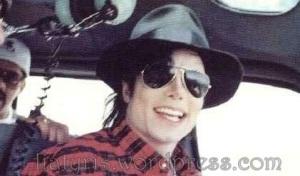 beautiful-Michael-3-michael-jackson-11455220-421-248