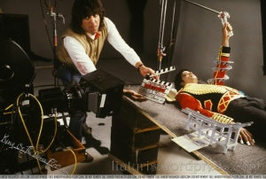 Behind-the-Scenes-of-Leave-Me-Alone-michael-jackson-19078538-1280-865