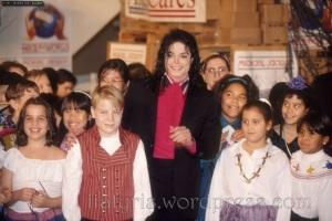 michael-donates-to-sarajevo-1992-michael-jackson-7302158-1100-735