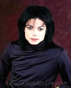 michael-jackson-king-of-style-QUEEN_GINA-michael-jackson-14992374-411-480