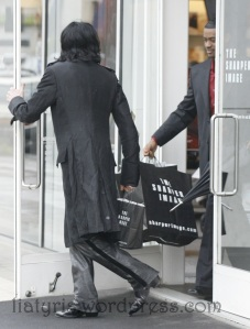 EXCLUSIVE: Michael Jackson shopping at Sharper Image in Beverly Hills, Ca