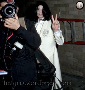 MJ-michael-jackson-2002-2009-12438936-1000-1064