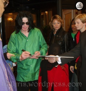 Post-Trial-Era-2005-October-2005-London-Visit-michael-jackson-10190473-900-951