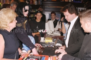Michael Jackson Shopping Spree At The Venetian Hotel